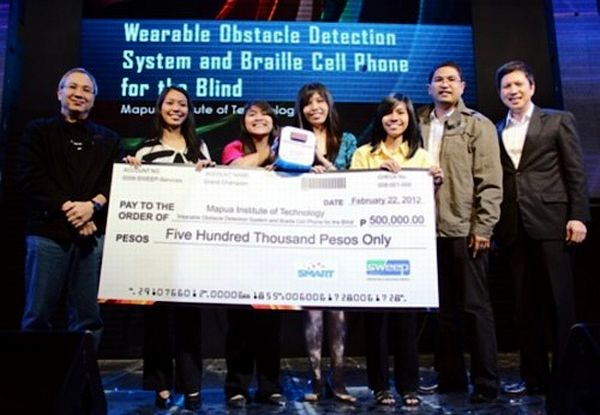 Students from Mapua receive their award for conceiving Braille Phone