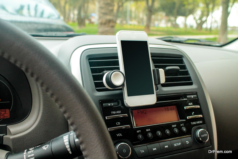 mobil phone in car